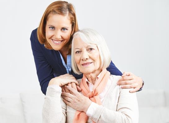 Liebevolles versorgen einer Patientin vom Pflegedienst High Care in Kamen.